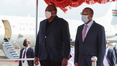 Photo of Uhuru in Ethiopia to witness as Safaricom receives Telecommunication liscence.