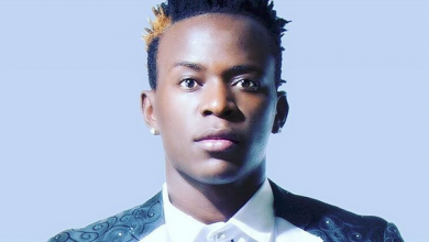 Photo of Willy Paul Msafi brandishes knives, tells MCSK he will kill them.