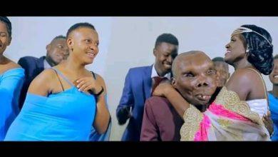 Photo of Love goes blind again as the World's ugliest man Sebabi Godfrey Baguma marries a third wife. Six pack ni wewe!