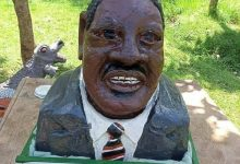 Photo of Raila supporters want artist arrested for a poor caricature of Baba.