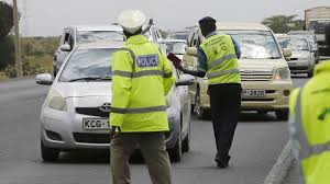 Photo of Nakuru traffic police commanded by Inspector Madam Orina, assault a motorist along Nakuru highway.