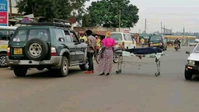 Photo of Drama in Mbale town Vihiga county as a dead body is wheeled onto the busy Kisumu -Kakamega highway.